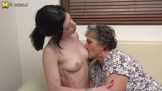 Puta gorda se extiende sobre la cama con un vibrador porno gratis viejos y jovenes
