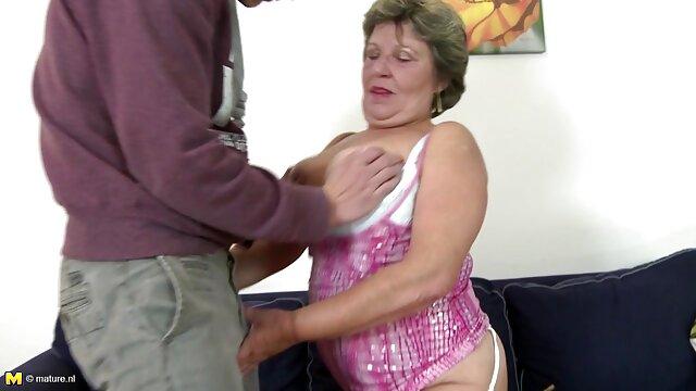 Bebé con un coño precioso y depilado abuelas de 60 años follando