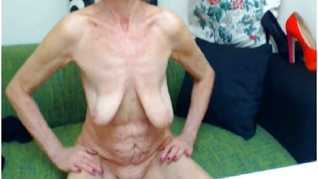 Mamada perfecta a su marido ancianas tetonas y culonas y acariciando su coño