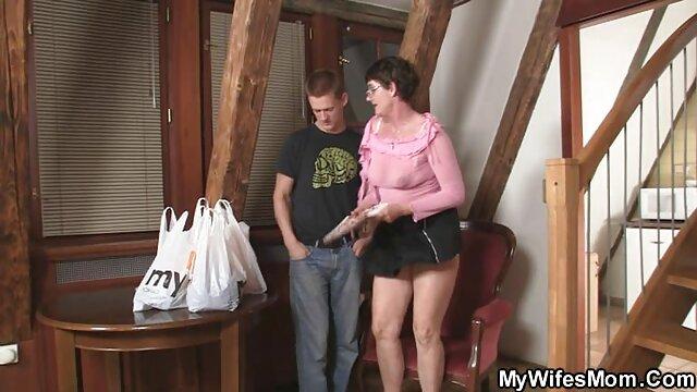 La videos pornos jovenes con viejos chica mala Daisy folla bajo custodia