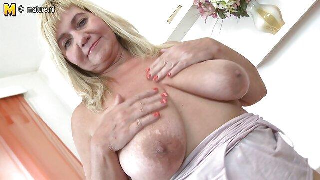 Puta Polina acaricia su peludo coño ante xvideos ancianas peludas la cámara