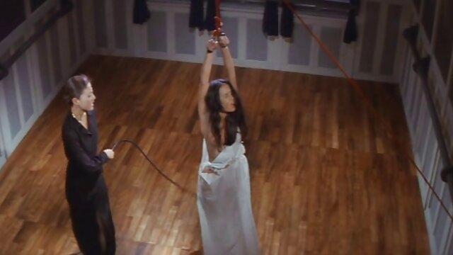 Puta latina Selena Santana follada en videos pornos para adultos mayores el coche