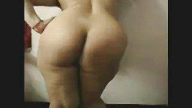Dos bellezas toman en la boca y peliculas porno viejos y jovencitas follan en anal