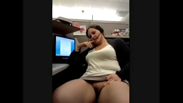 Amigo chupa en la oficina y recibe una polla en el culo jovenes follando con ancianas