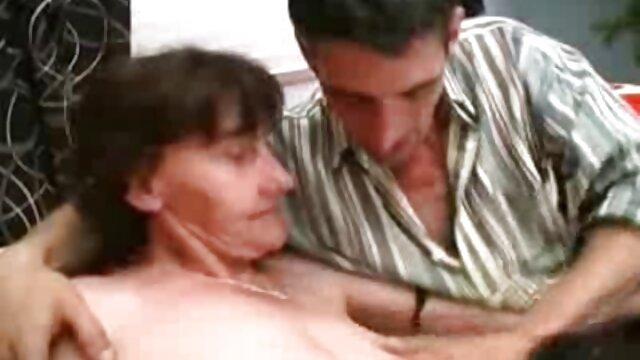 Puta tailandesa tomó dos pollas videos de ancianas sexo