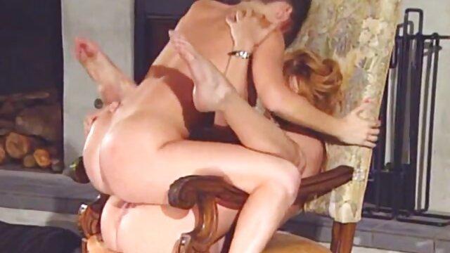 Lujurioso mazaista estrangula a una chica y se porno de viejos y viejas la folla