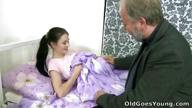 Fingió estar videos gratis jovencitas con viejos dormido que el tío la folló