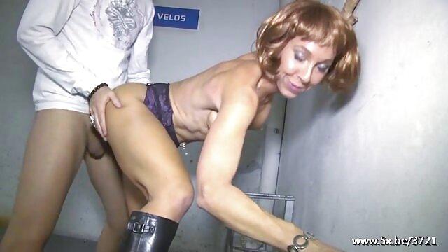 Chloe Lacourt follando en un videos de sexo de jovencitas y viejos casino con jugadores