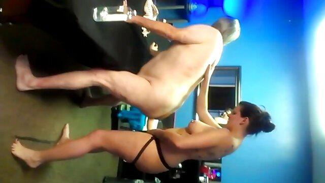 Mi novia juega pornografía de mujeres ancianas consigo misma